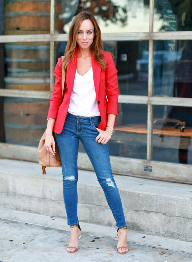 Sydne-Style-red-blazer-trend-white-tee-ripped-jeans-casual-outfit-blogger-style-bucket-bag