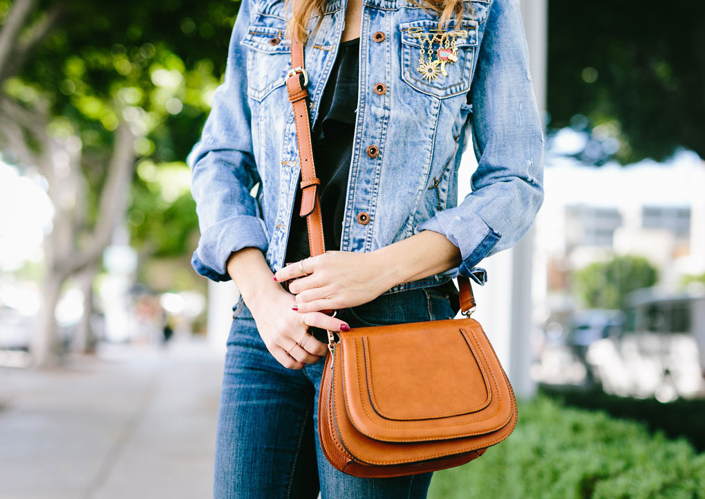 Sydne Style wears Sole Society cross body tan bag