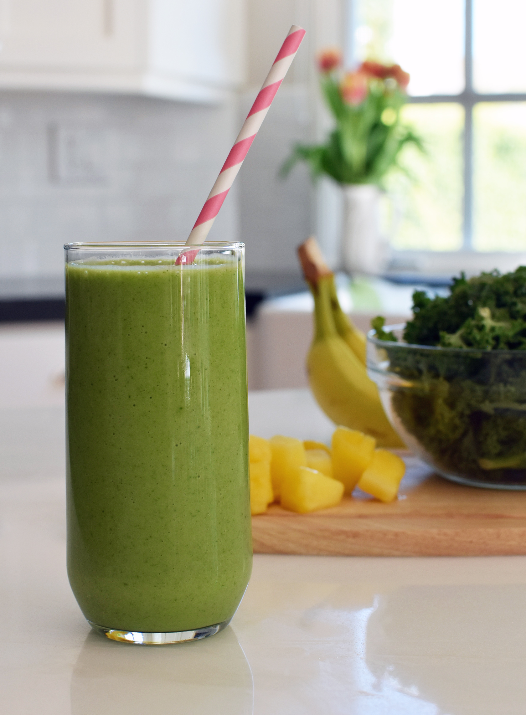 Sydne Style shares easy green smoothie recipe with kale pineapple banana