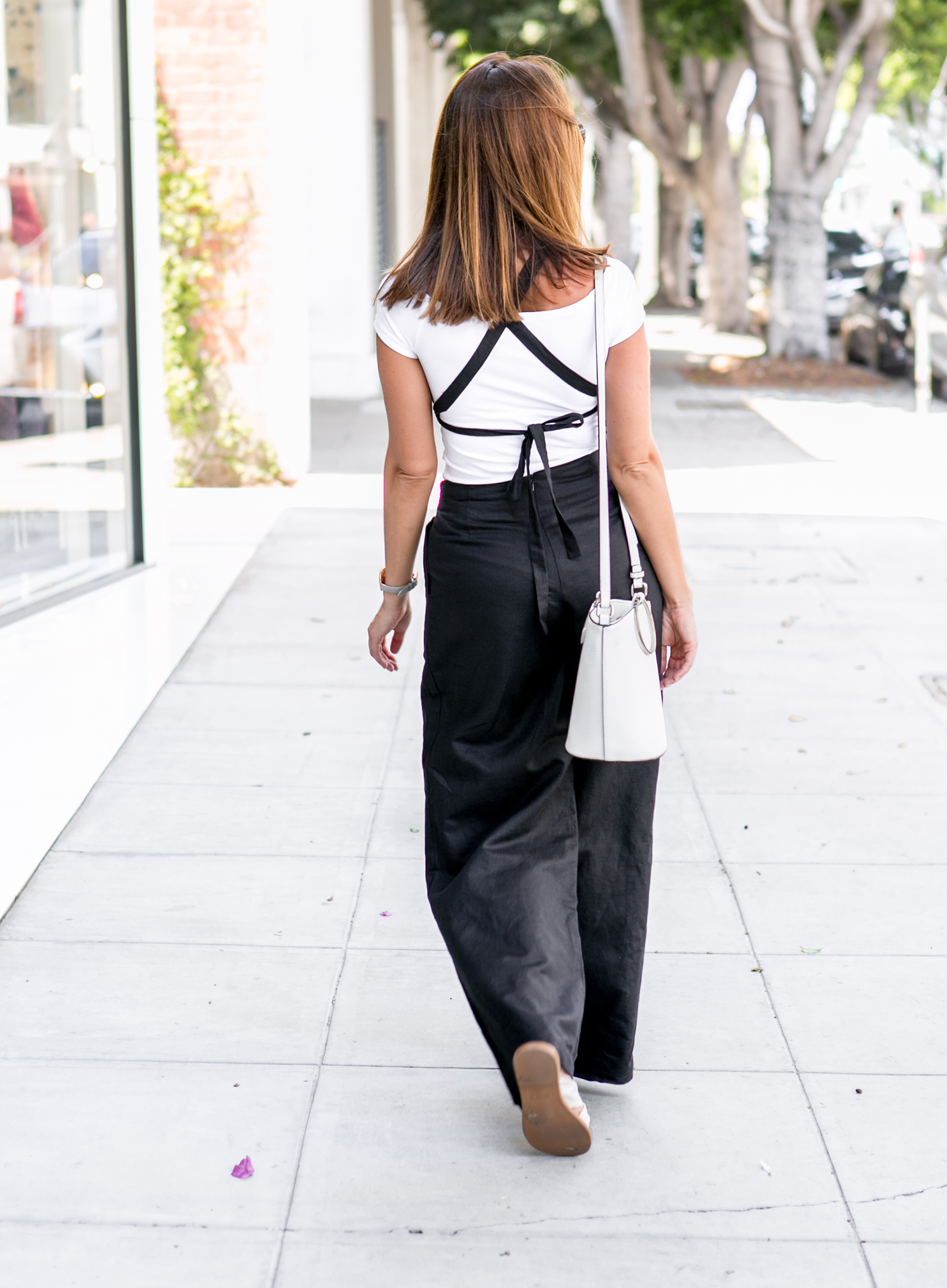 Sydne Style shows black and white casual outfit ideas
