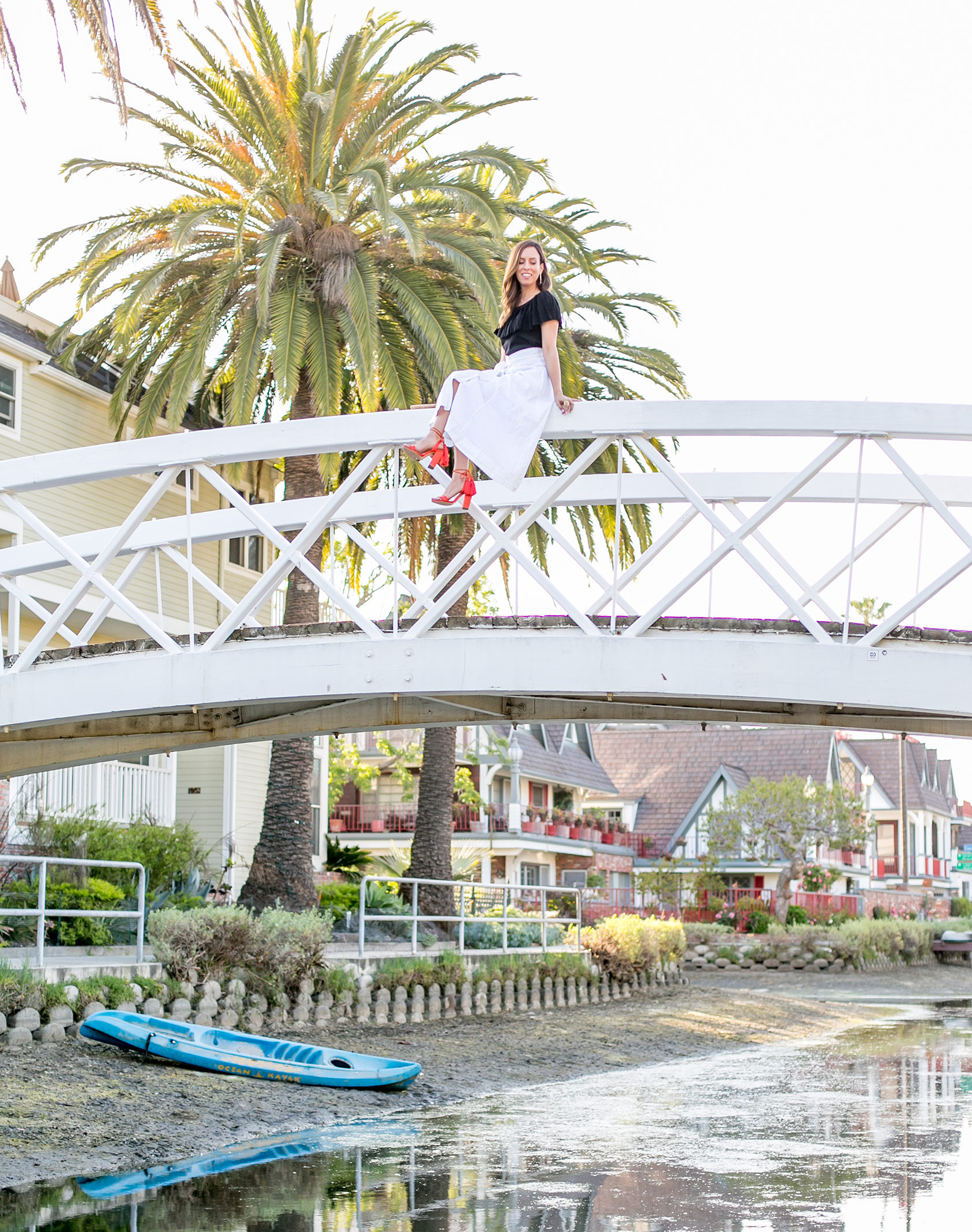 Sydne Style shows the prettiest spots in la at venice canals for blogger photos