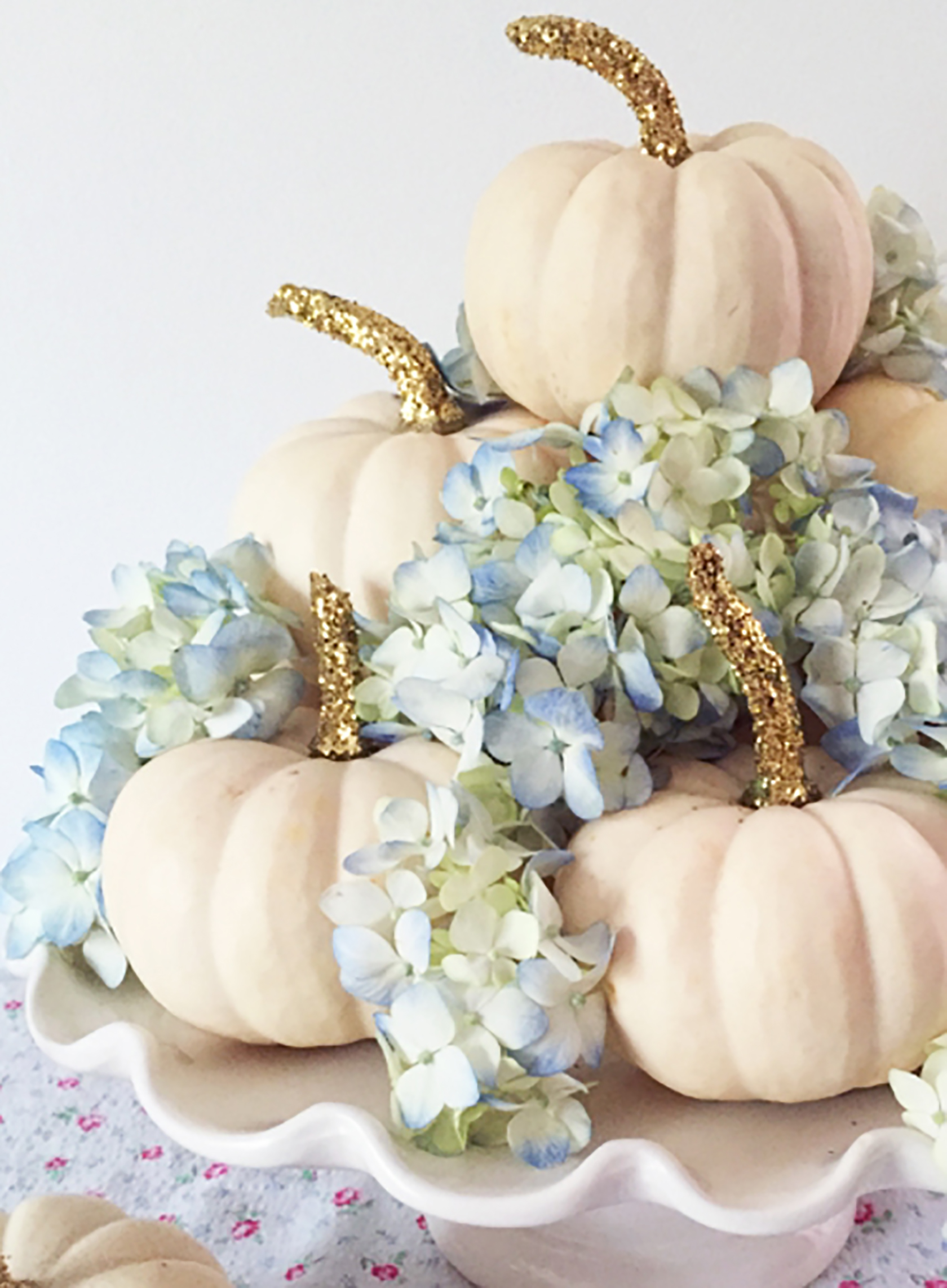 Sydne Style shares no carve pumpkin diy ideas for fall decor halloween with glitter white pumpkins