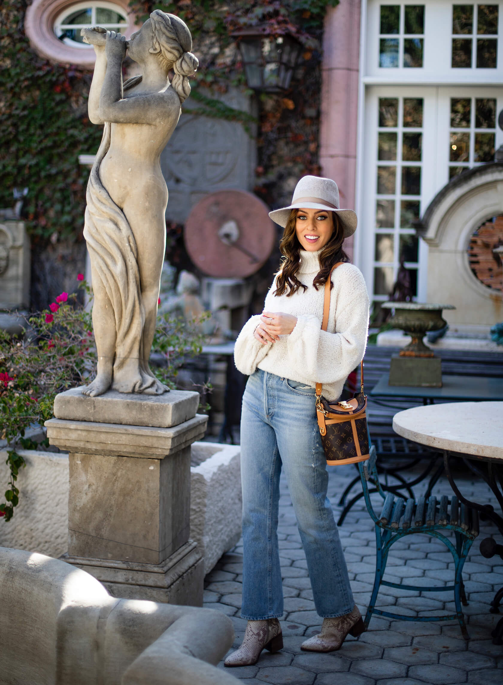Sydne Style shows how to dress like a california girl in winter in sweater fedora and vintage jeans